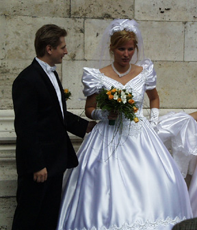 23-wedding.jpg (85768 bytes)